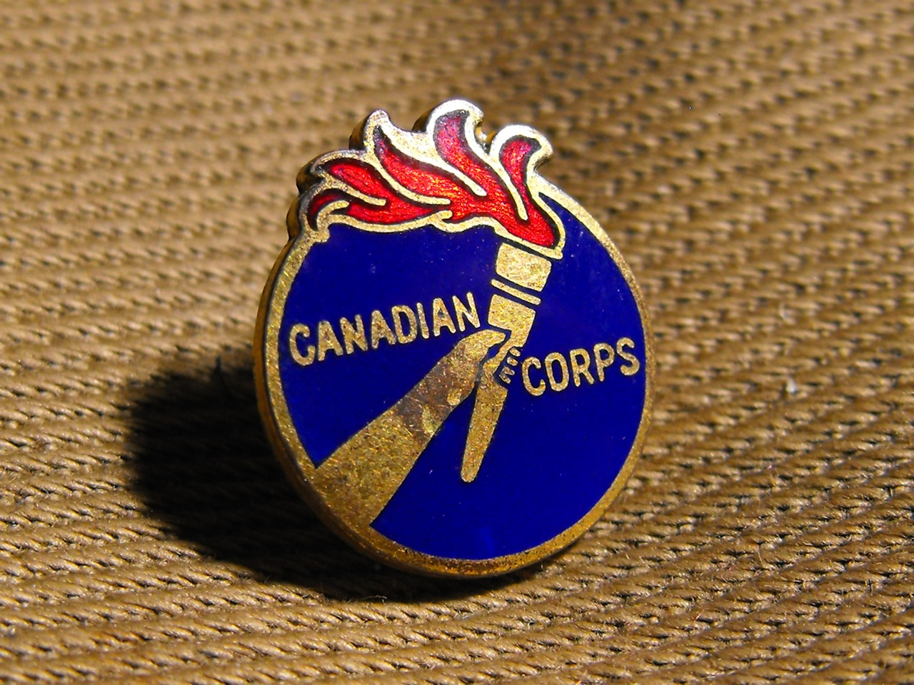 Canadian Corps Pin (WW1) - Click Image to Close